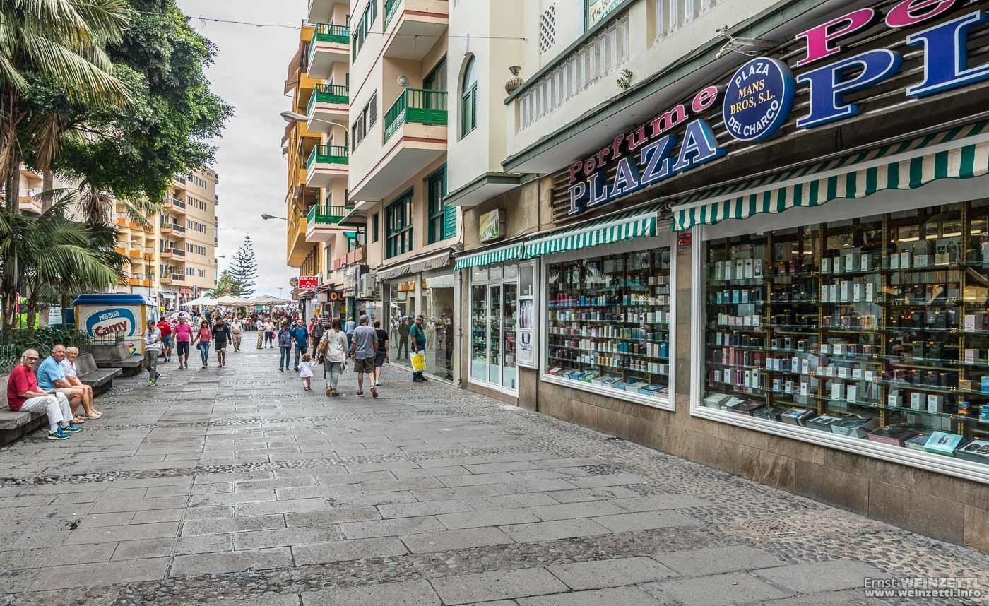 Geschäfte und Restaurants säumen die Plaza del Charco.