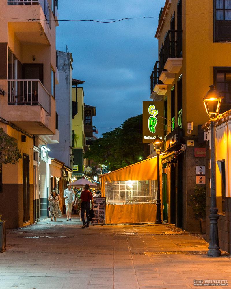 Eines Abends in der Calle de Puerto Viejo.