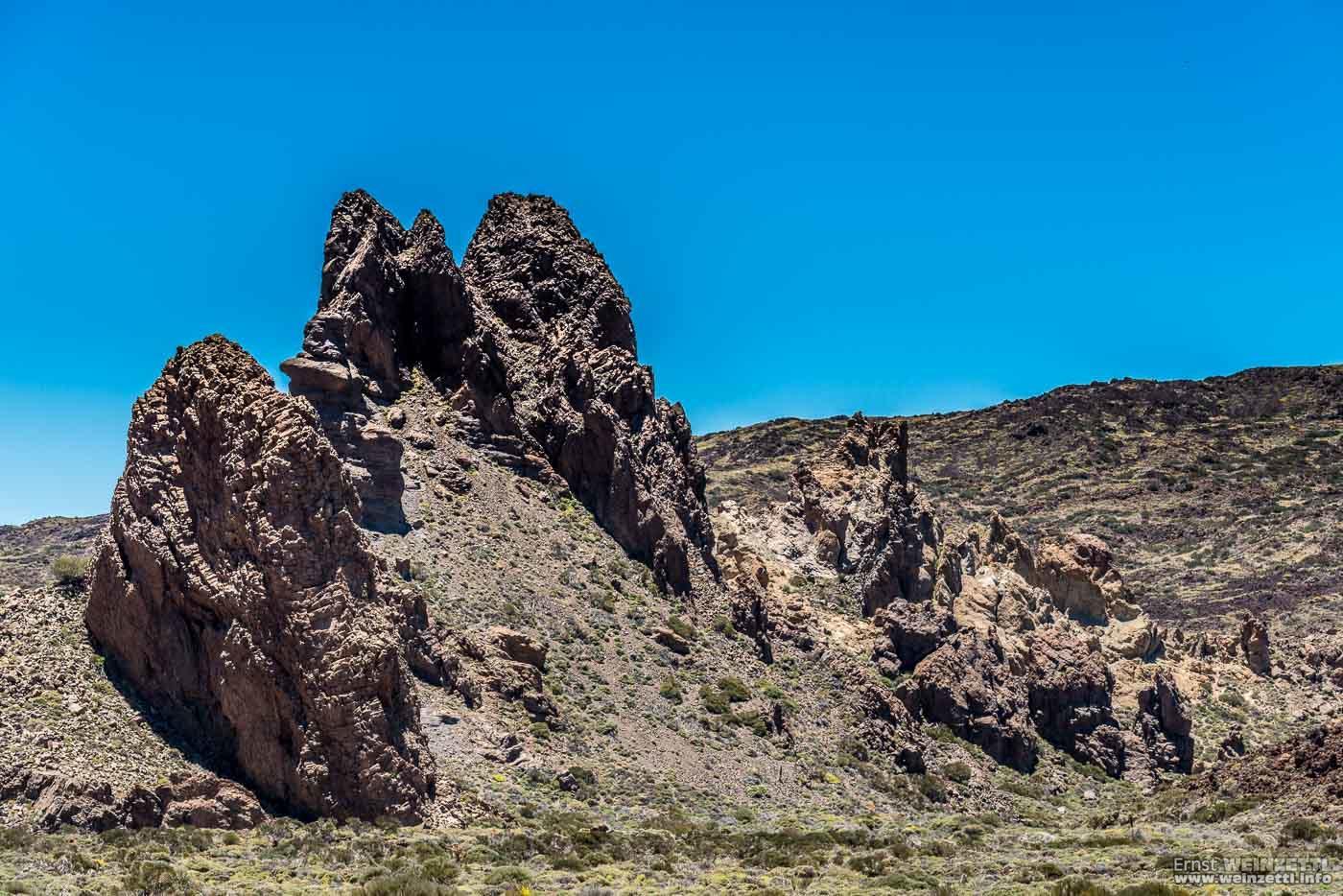 Diese Felsen zeigen ihren vulkanischen Ursprung deutlich.