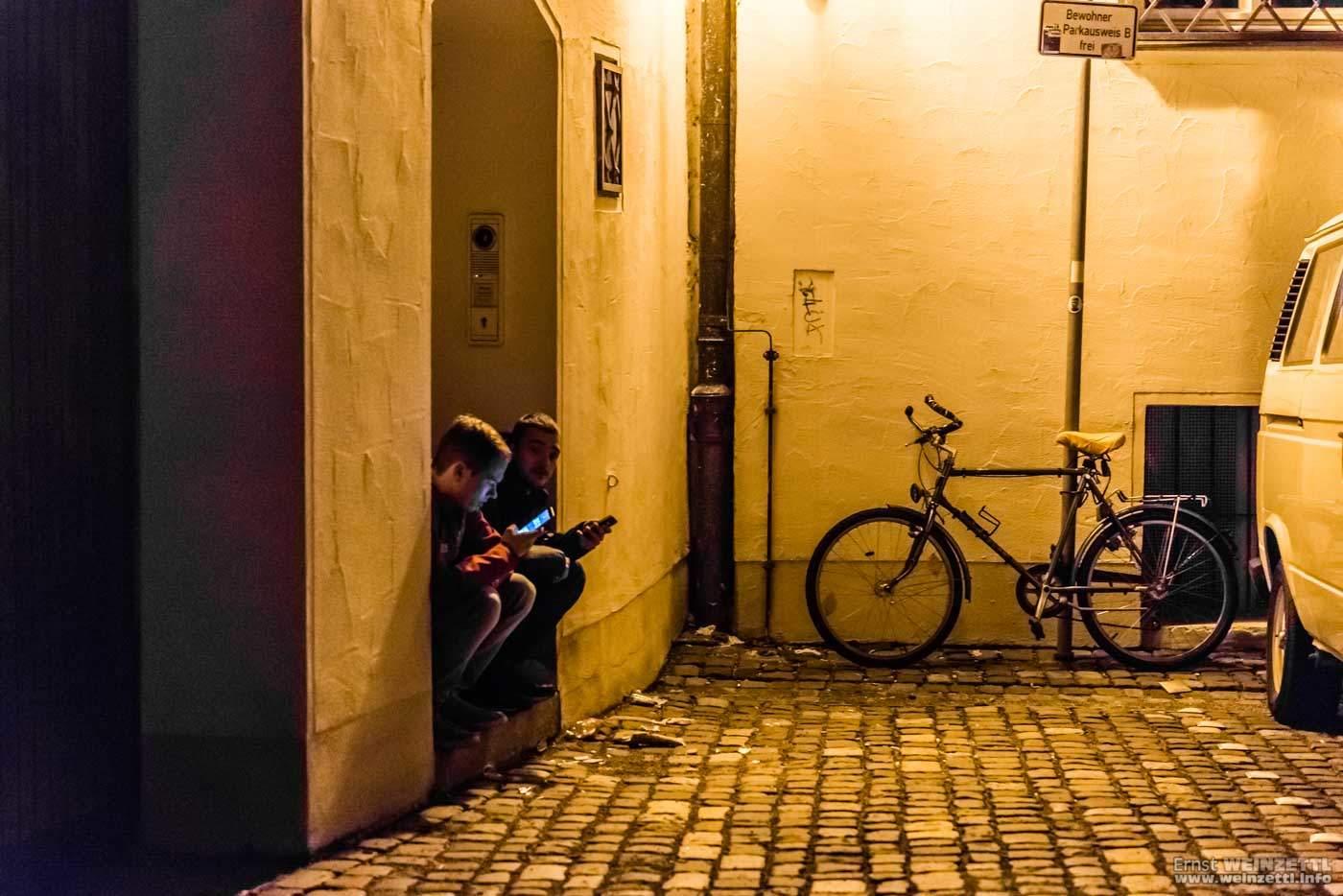 Ein alltägliches Bild: Jugend mit Smartphone
